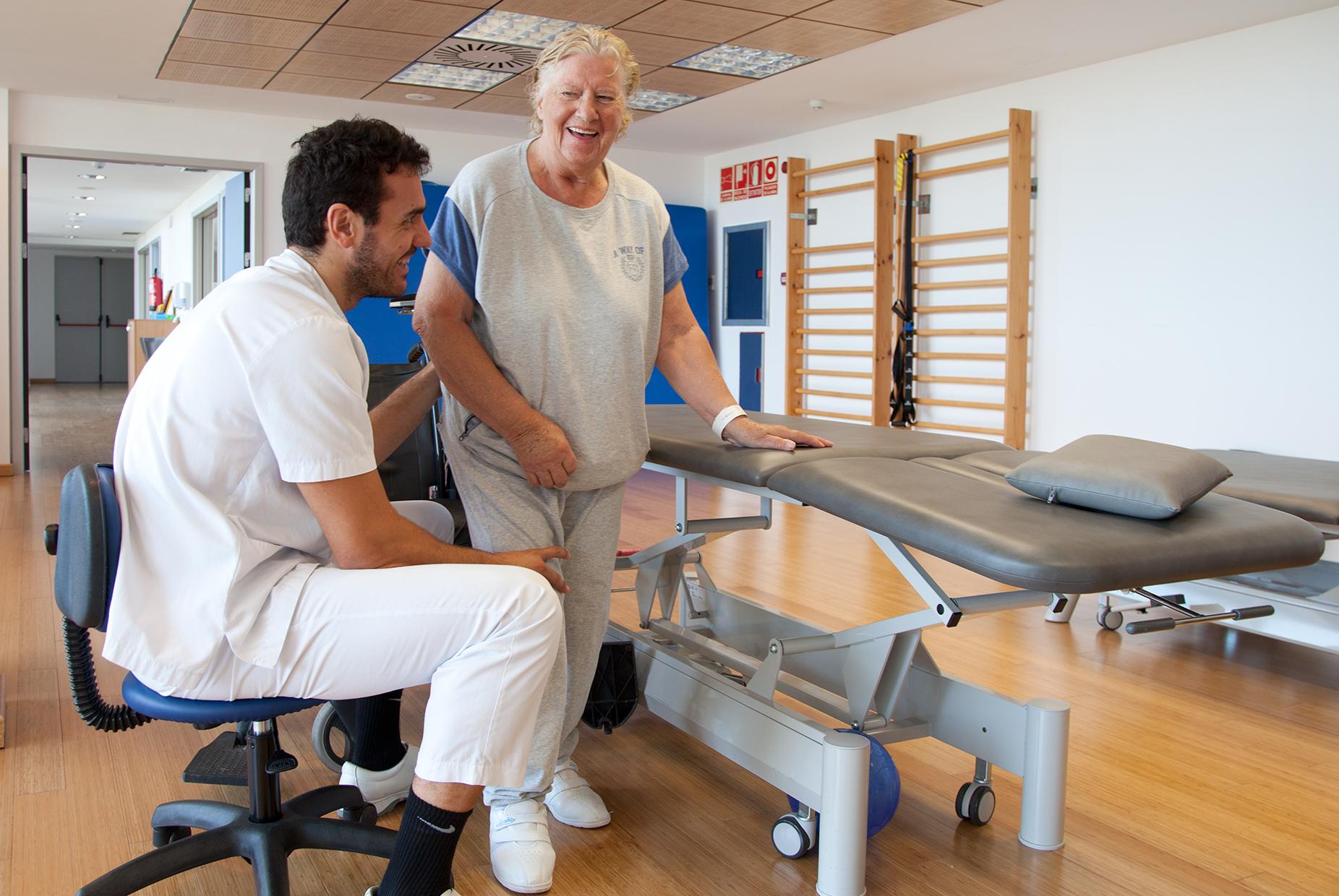 http://mallorcasportmedicine.com/wp-content/uploads/2016/07/rehabilitacion3.jpg